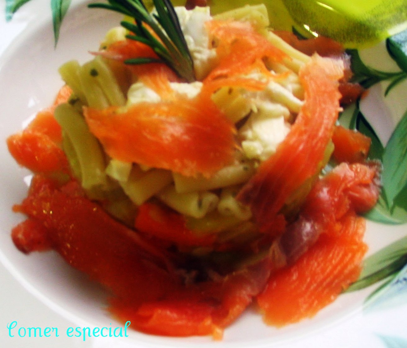 http://comerespecial.blogspot.com.es/2013/03/timbal-de-pasta-con-salmon-verduras-y.html