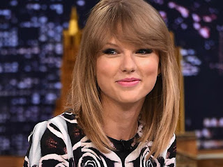 Taylor Swift Cutest Smiling Wallpaper