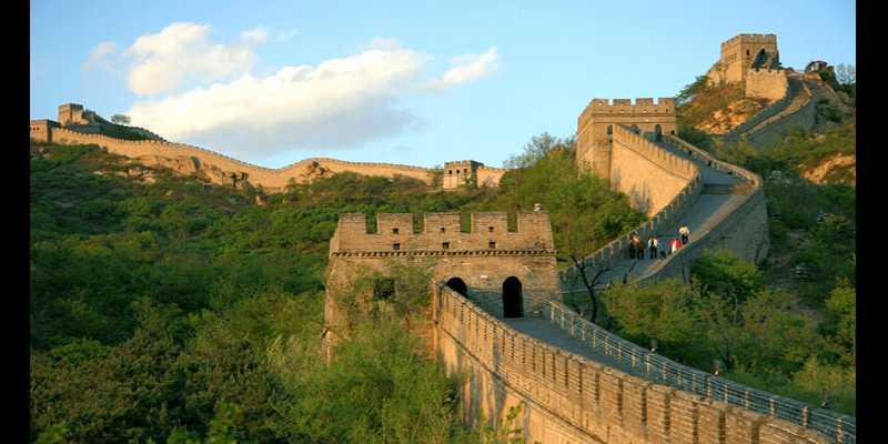 Kegiatan Paling Menyenangkan Saat Berlibur Ala Bule - Tembok Besar di Cina