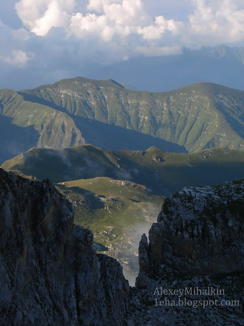 Лучи солнца на склонах гор