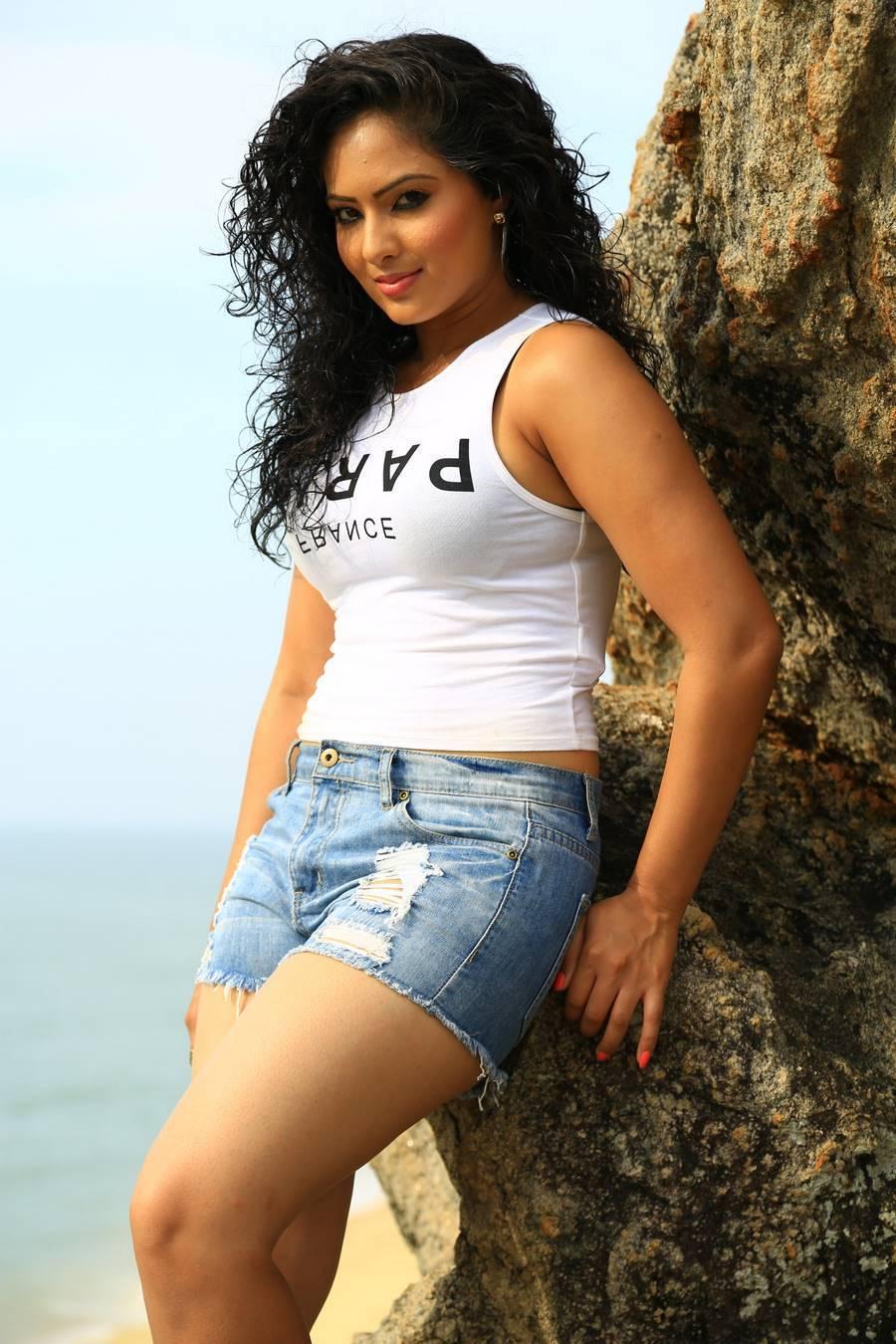 Nikesha Patel Stills From Karaiyoram Tamil Movie