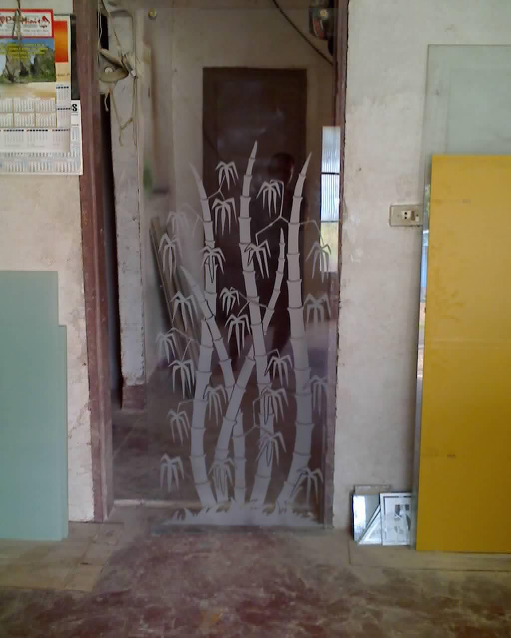 #80692E Jato de areia em Vidros e Granitos e confecção de Fotos em Porcelana 1024x1280 px porta para banheiro de vidro jateado