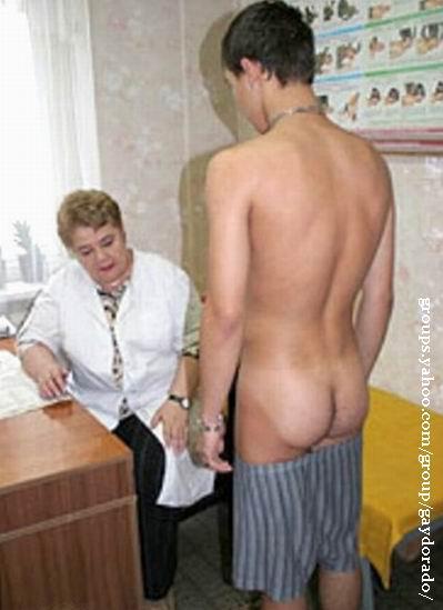 golie-prizivniki-na-medosmotre-foto