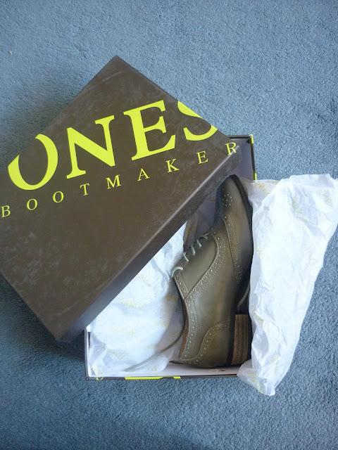 Brogues in a shoe box | Petite Silver Vixen