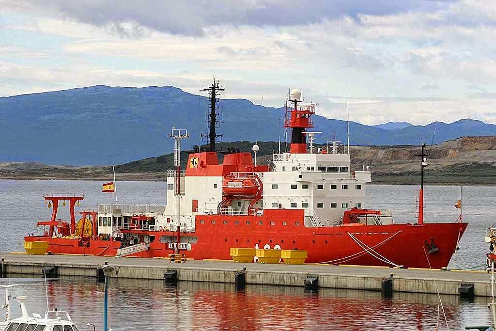 O barco oceanográfico 'Hespérides' foi posto a disposição pela Marinha espanhola