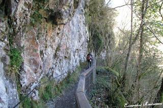 Camino en dirección a las Gorges de Kakouetta