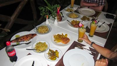 Kreolisches Essen mit Fisch auf La Digue