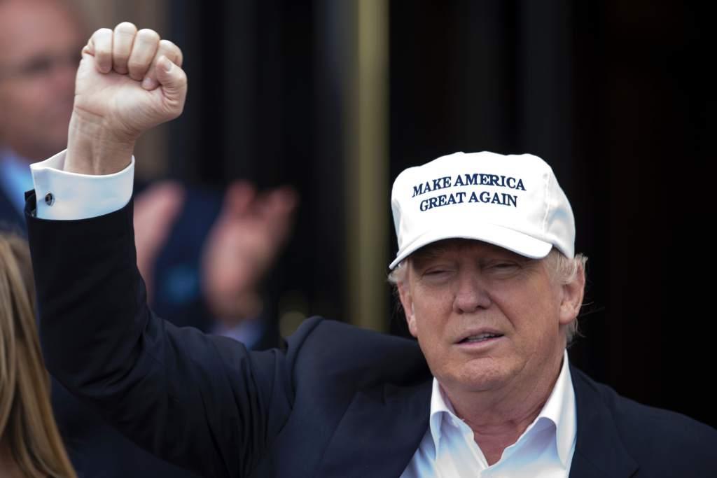 Trump acusa a Clinton de ser suave con los inmigrantes