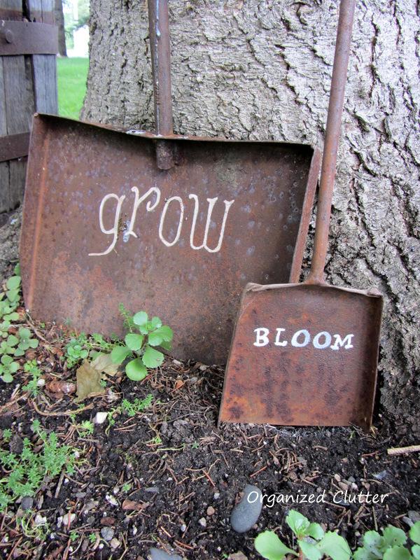 Rusty Shovel Garden Signs www.organizedclutterqueen.blogspot.com