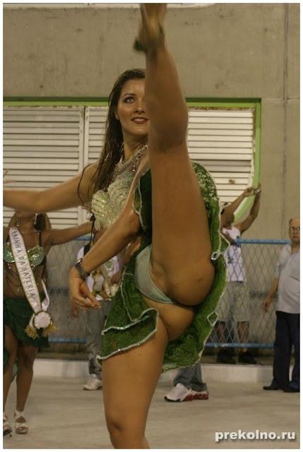 Танцы в трусиках фото