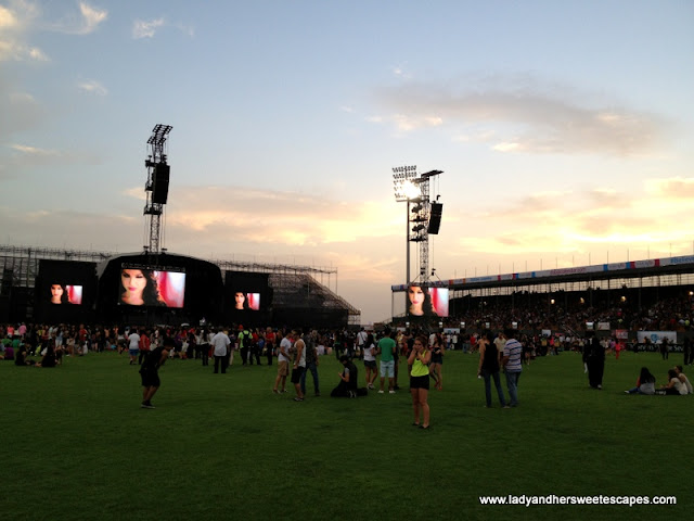 crowd before Justin Bieber's Believe concert in Dubai