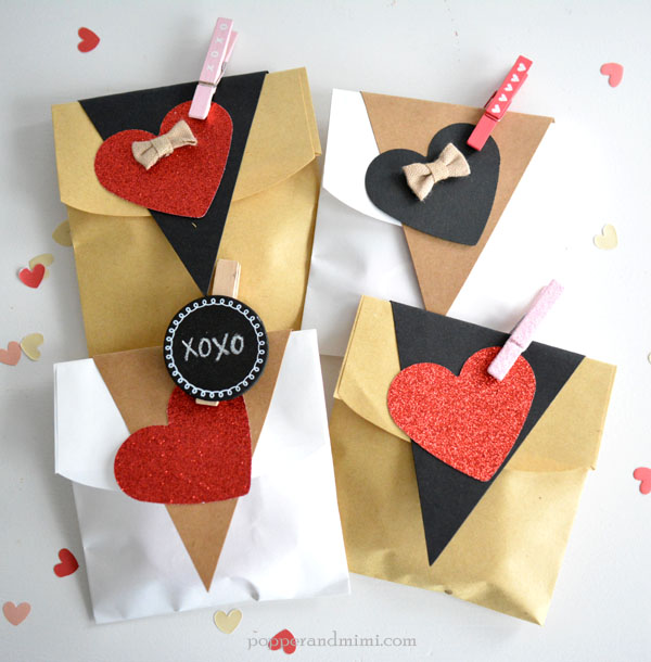 I can't resist these Valentine's Day cookie treat bags made with @target #OneSpotValentine goodies by @americancrafts