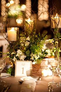 decoração, arranjo de flores, velas, taças de vinho, vime fresco, virada de ano