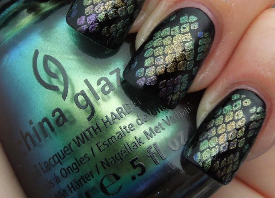 La Universidad de la Manicura: Luce escamas en tus uñas