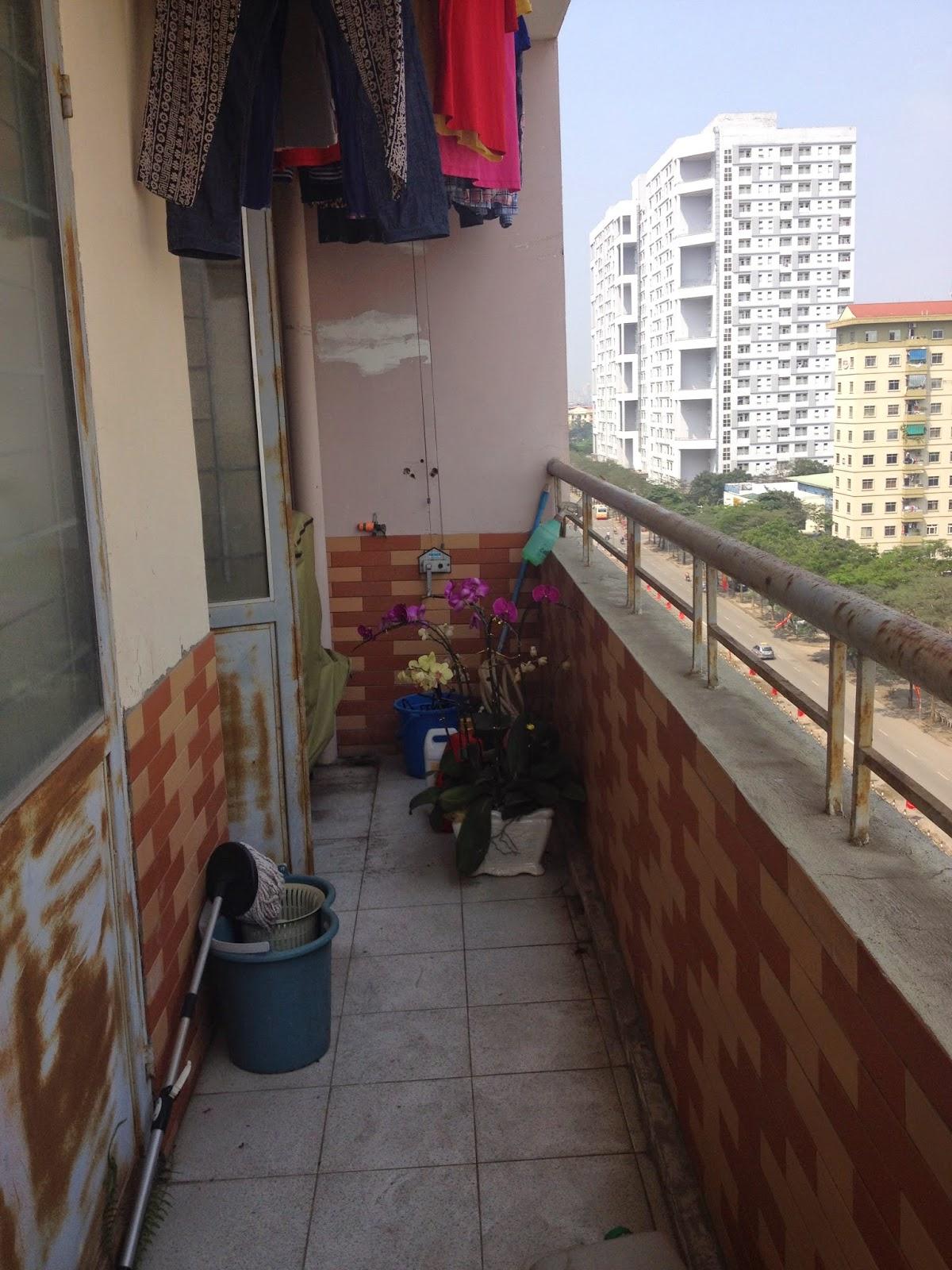 Ban công căn hộ chung cư giá rẻ C5 Khu Đô Thị Mỹ Đình 1