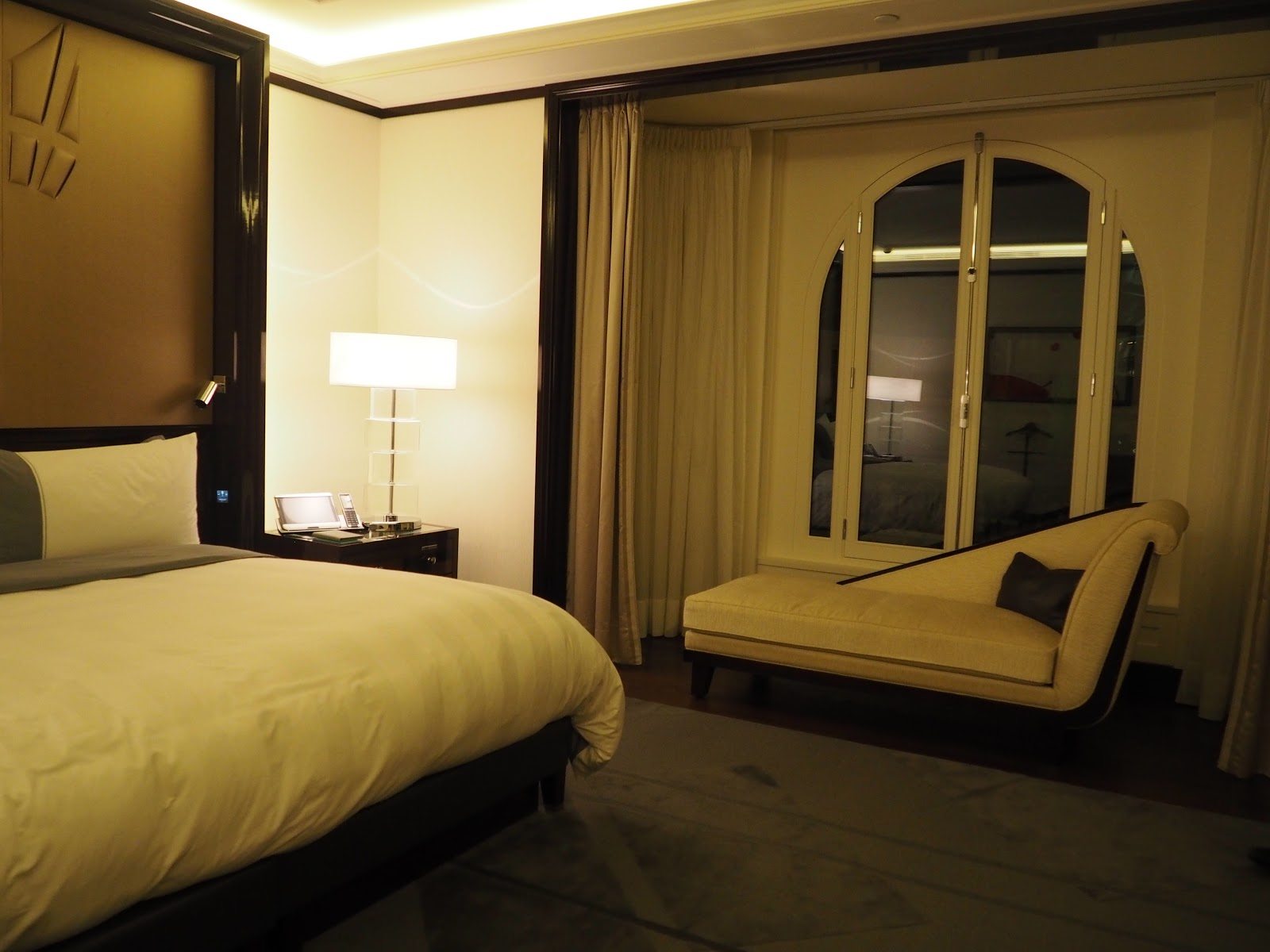 Grand Premier Suite, Peninsula Hotel, Paris, Bedroom