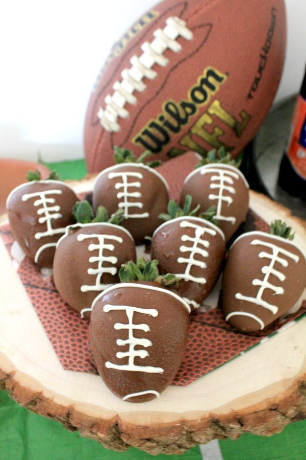 Simple Football Table Ideas. Setting up a cute table for football games can be so easy and simple with just a few themed touches!