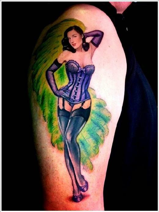chica con tatuaje de pin up