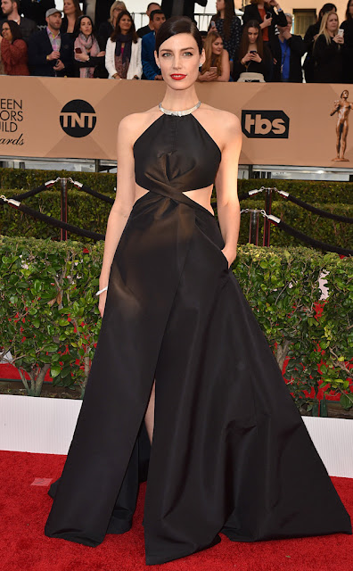 Jessica Pare  - Sag awards 2016  as mais bem vestidas da red carpet