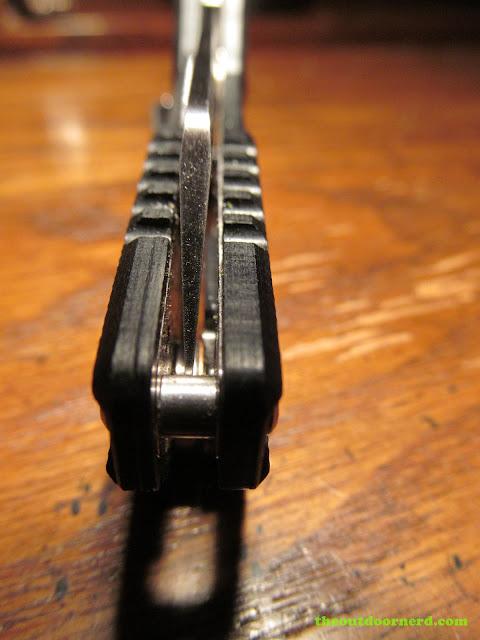 Sanrenmu GB-T11 Pocket Knife - closeup of centered blade