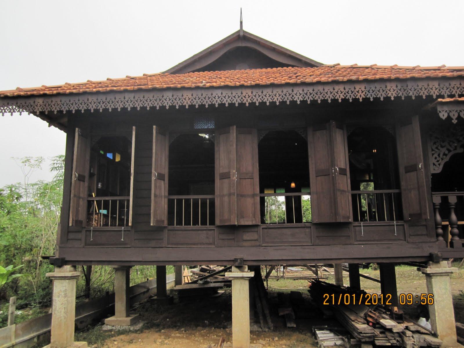 dinding rumah kayu