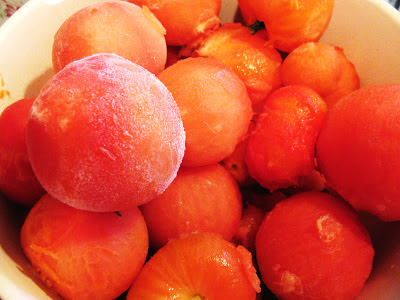 The Easy Peasy Way To Freeze Tomatoes Remove Tomato Skins And Turn Green Tomatoes Red