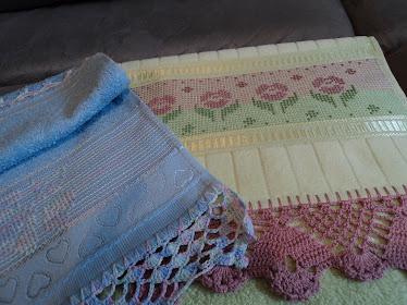 Toalhas de lavabo com ponto oitinho e barrado de crochê