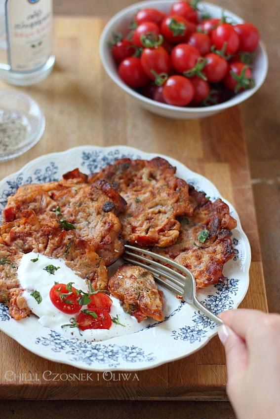 greckie placki z pomidorami tomatokeftedes