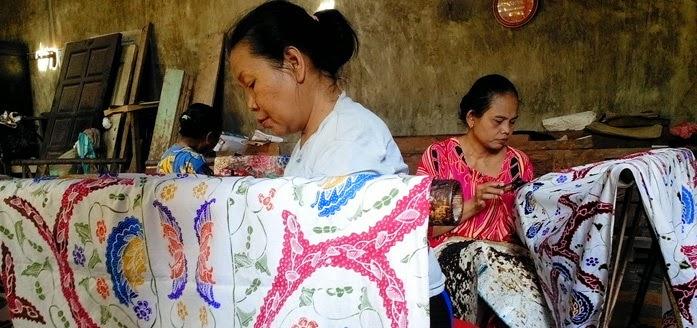 Hasil gambar untuk usaha tenun dan batik desa mlangi