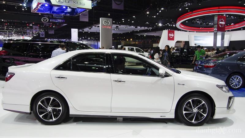 Xe Toyota Camry 2015 màu trắng