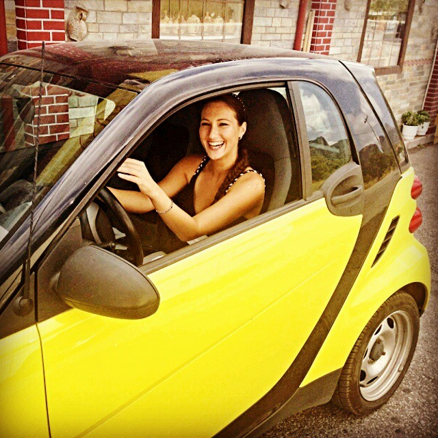 Instagram @lelazivanovic. Yellow Smart.