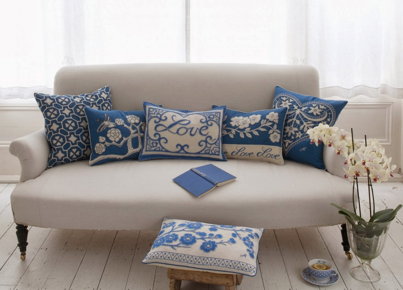 Decorative Pillows For Blue Couch : Holiday Decor: Cushions with a touch of romance!! - Trend Simple Home Decoration 2014