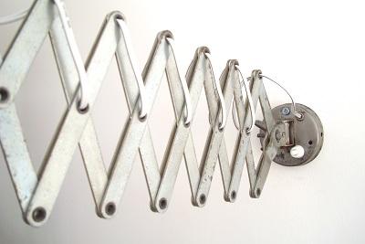 Lámparas para pared con muelle metálico extensible