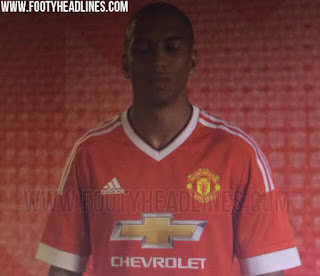 gambar photo model Ashley Young menajdi model jersey MU home terbaru 2015/2016 telah bocor di Twitter