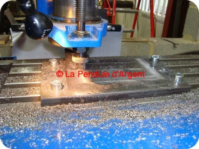 Production d'un mécanisme d'horloge, les platines et le rouage Platine0