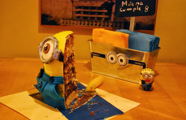 http://sosunnyblog.blogspot.com.es/2013/12/so-sunny-by-paula-tarta-minion-hecha.html