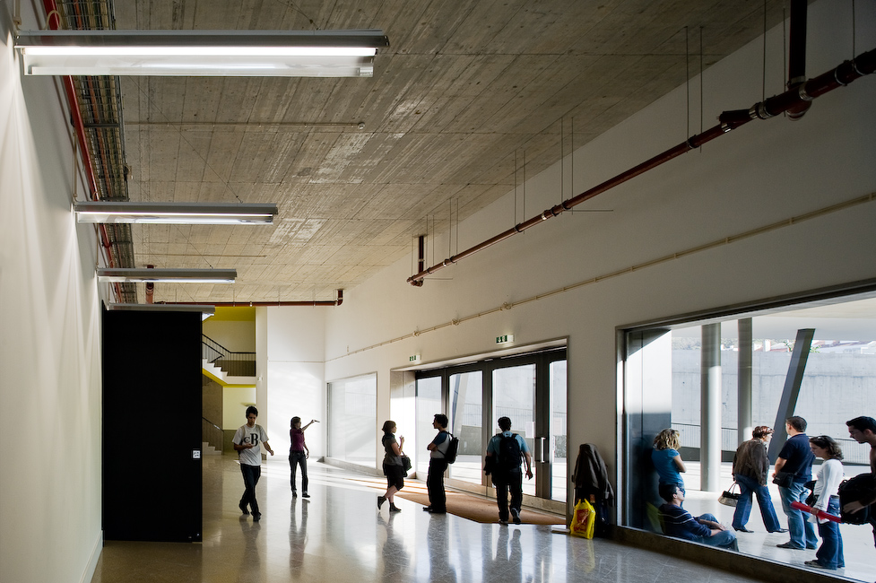 Escuela de musica en lisboa joao luis carrilho da graca for Interior decorating schools ct