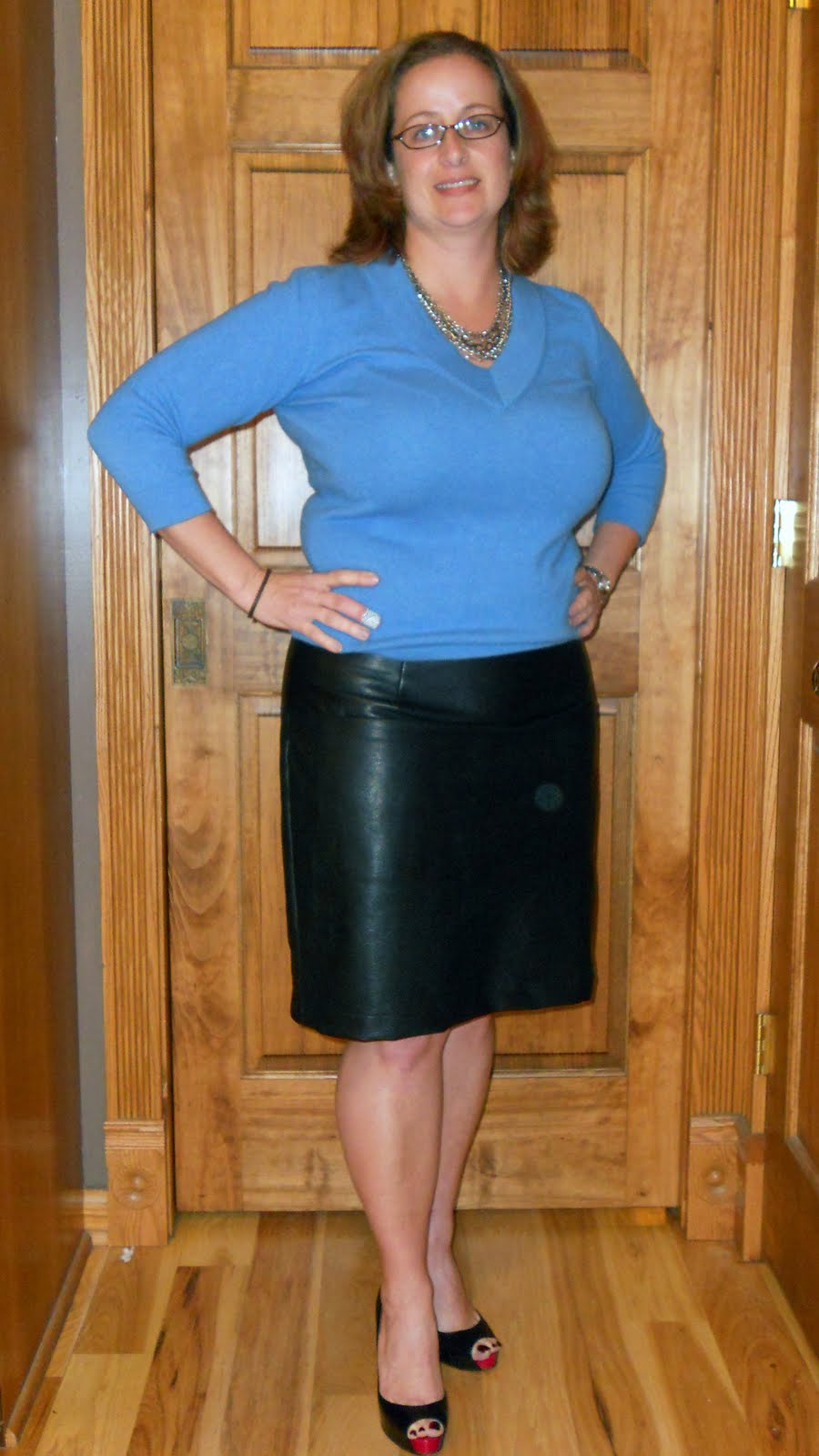 sew silly: vogue 1247 leather skirt done!!!