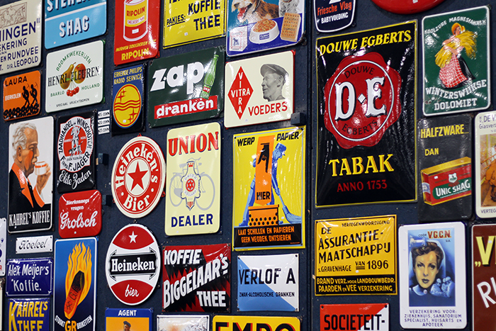 VerzamelaarsJaarbeurs Collectors Fair Utrecht tin advertisment posters tinnen reclameplaten