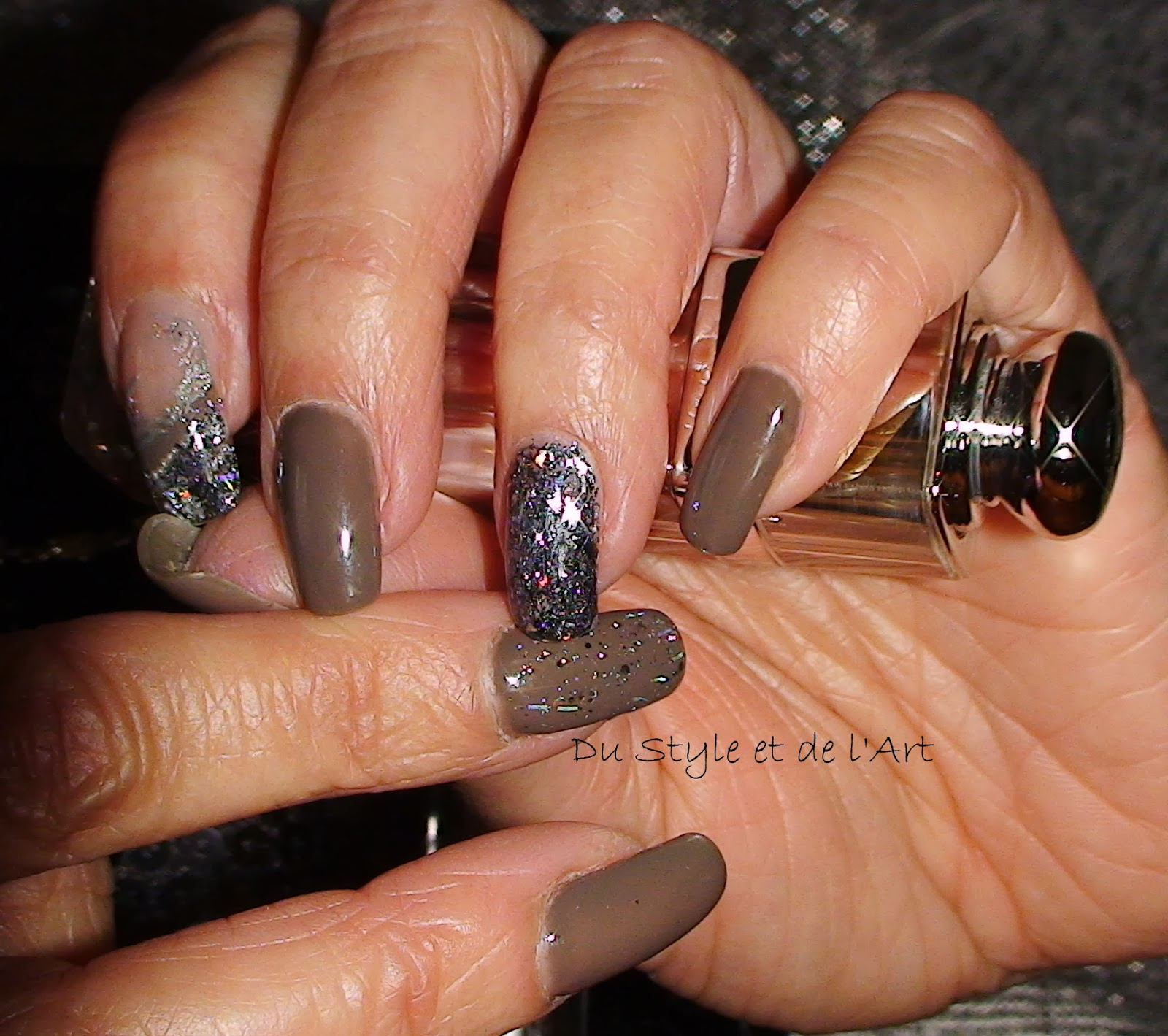 deco ongles taupe