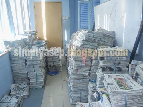 Tumpukan koran yang tidak laku.  Foto Asep Haryono