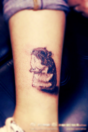 Hamster tattoo on the leg