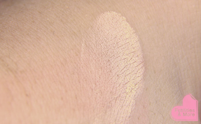 Mac mineralize skinfinish natural light plus, Mac Haul, mac, mac cosmetics, swatch, makeup and beauty blog, beauty blog, beauty channel, makeup guru, asian eyes, asian monolid, single lid, makeup tutorial, makeup reviews, product reviews, cosmetics, make up, makeup, maquillage, tuto, tutorial, tutoriel, yeux, asiatique, futilitiesandmore.blogspot.com, futilities and more, futilitiesandmore, futilitiesmore