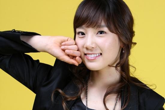 Taeyeon hace lindas expresiones para entretener a un bebé SNSD%2BTaeyeon
