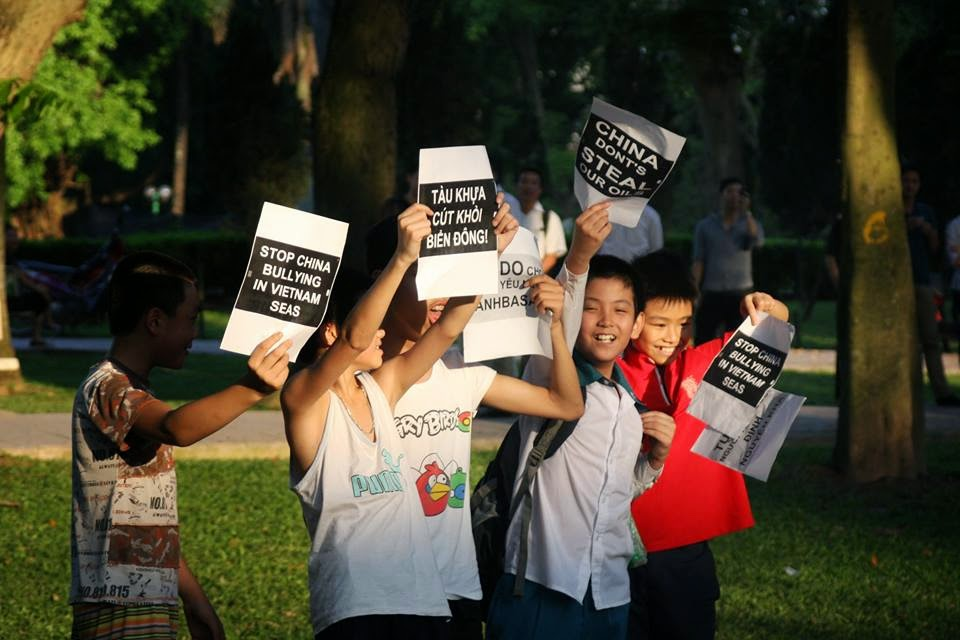 10296603 1514554642105737 148160225042664938 n Preview of Anti China Protest in Front Of Chinese Embassy in Hanoi