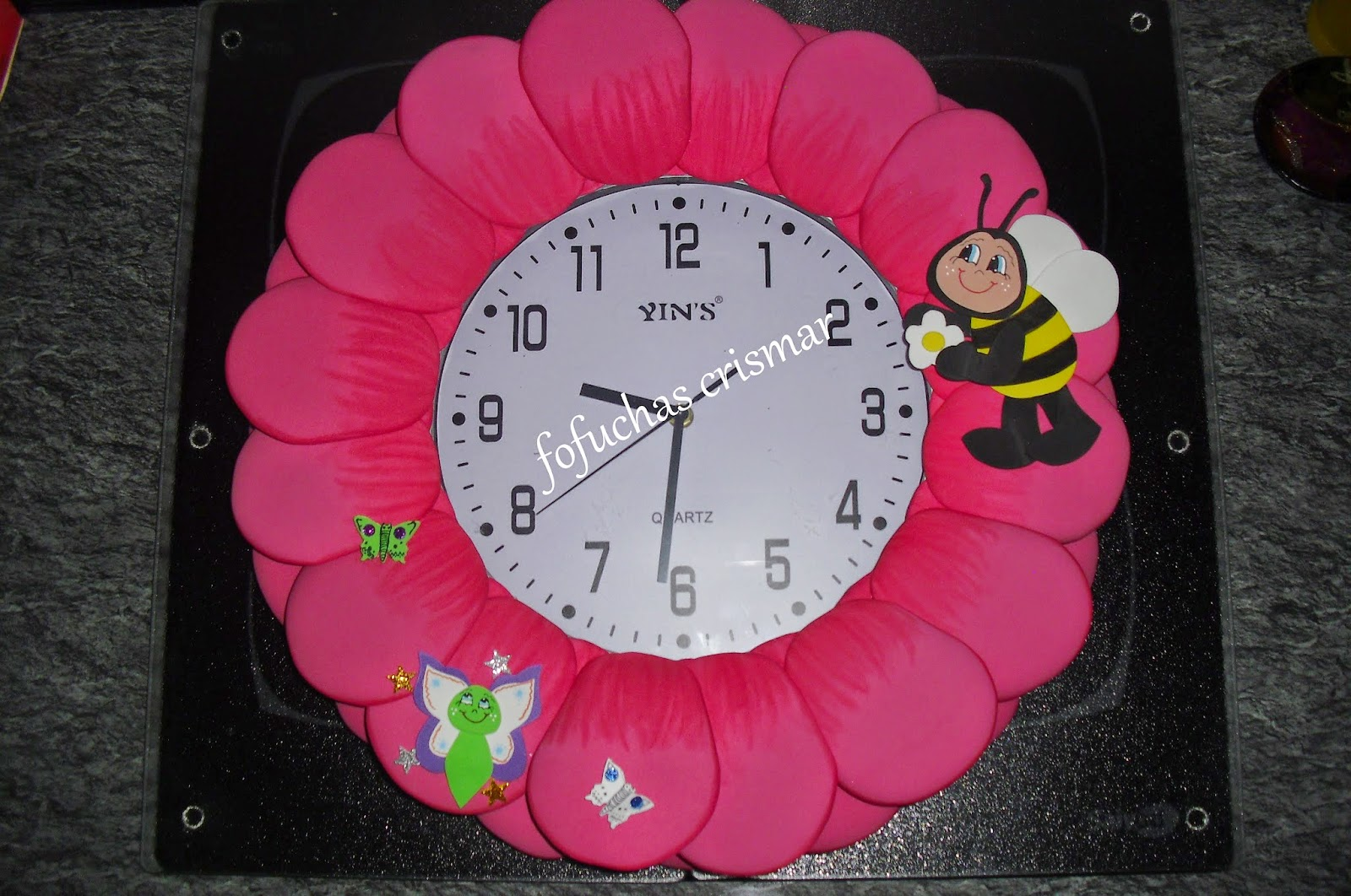 Fofuchas cris mar reloj de pared de goma eva for Relojes para salon