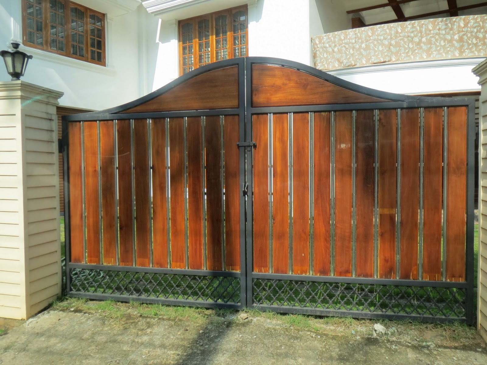 Kerala gate designs different types of gates in kerala for Home gate design