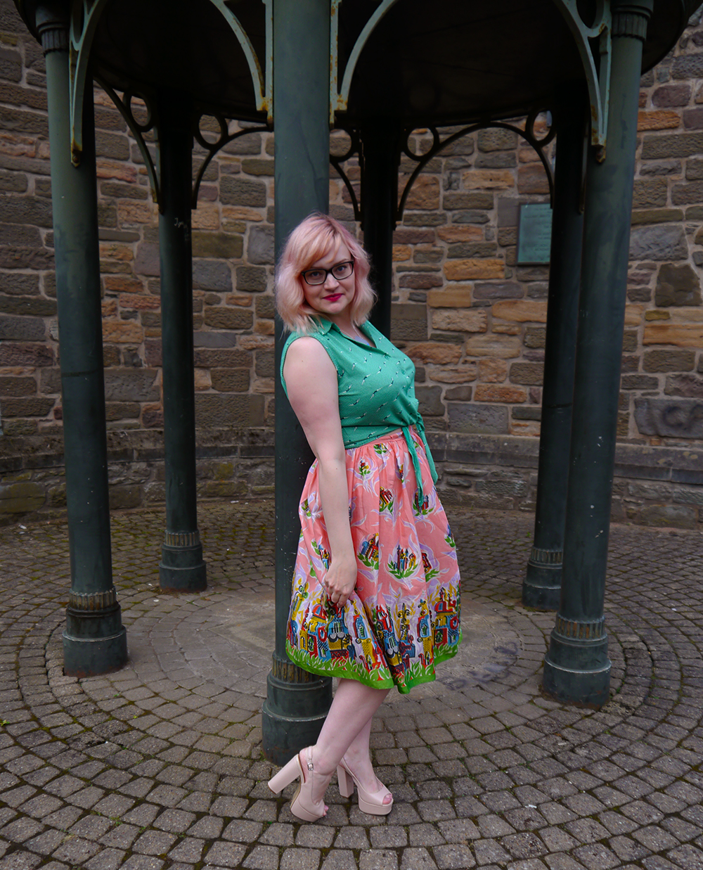 Nicely Eclectic, vintage clothing, Dundee photoshoot location, swing dress, Sugar and Vice necklace, modern styling with vintage, pink hair, candy floss hair DIY