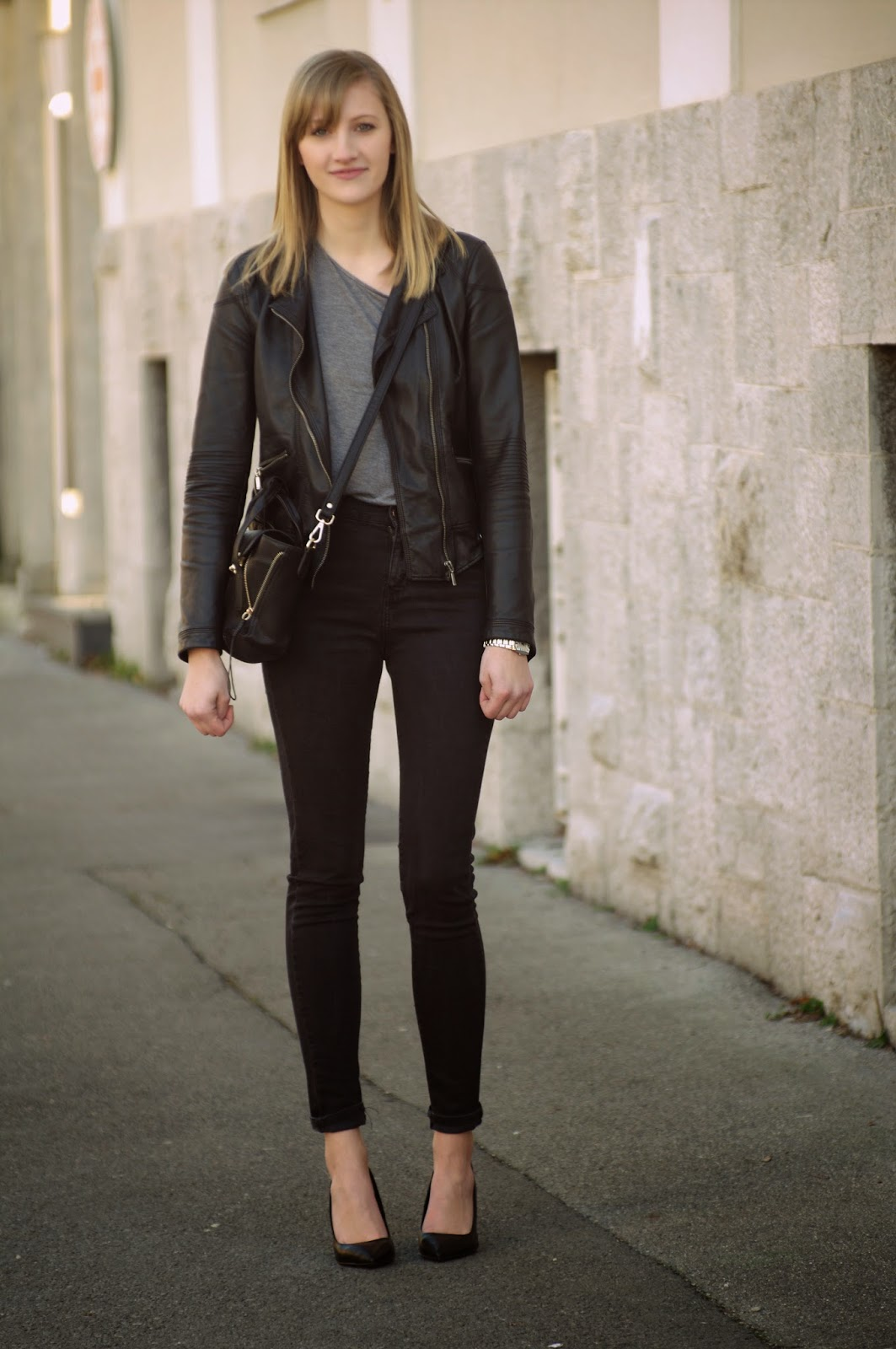 zara high waisted jeans, annaxi mini bag, mini pashli phillip lim replica lookalike, leather jacket zara, pointed toe court heels, style blog blogger, fashion blogger