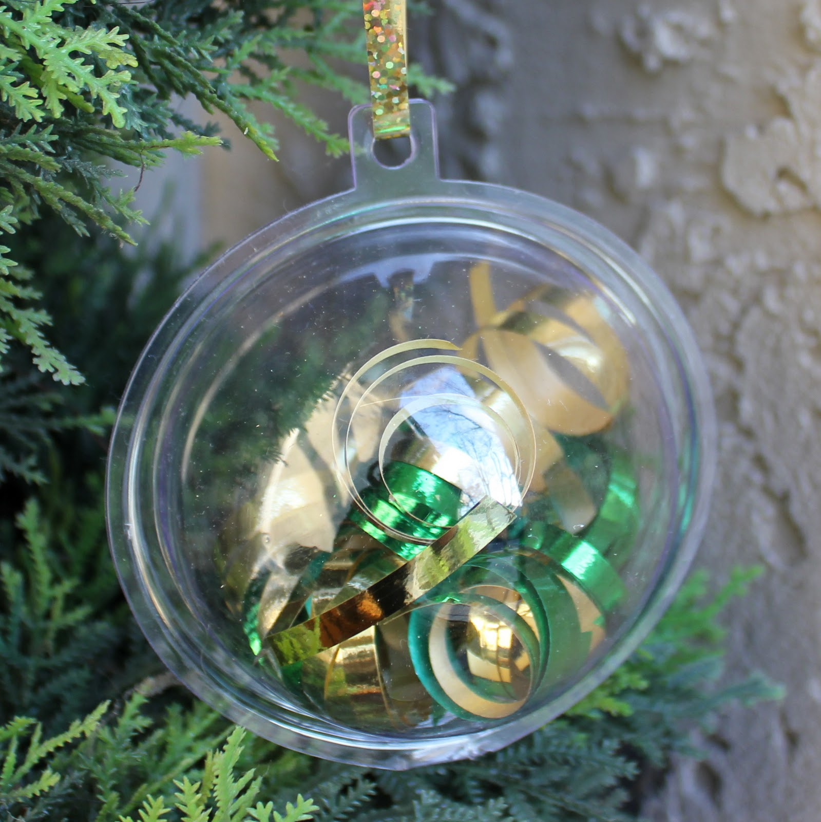 Clear plastic christmas ornament - 4 Ways To Decorate A Plastic Ornament